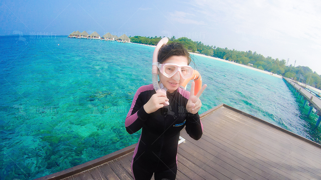 马尔代夫蜜都帕茹岛准备浮潜